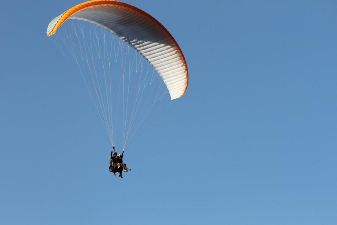 Vol biplace en parapente dansla réfion de la Gruyère