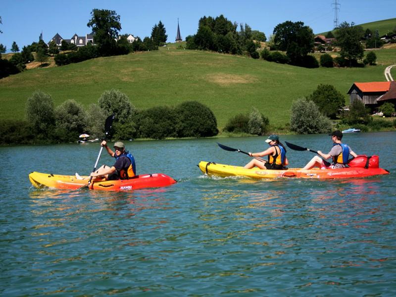 Kayaks à louer sur le lac de la Gruyère
