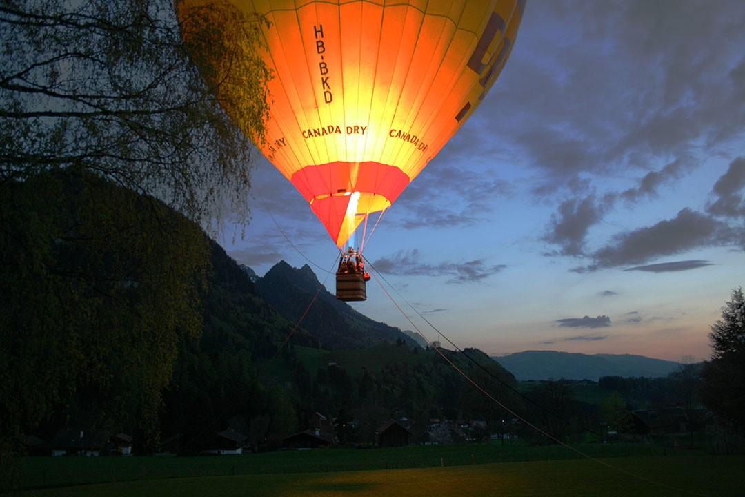 Vol captif en montgolfière de nuit